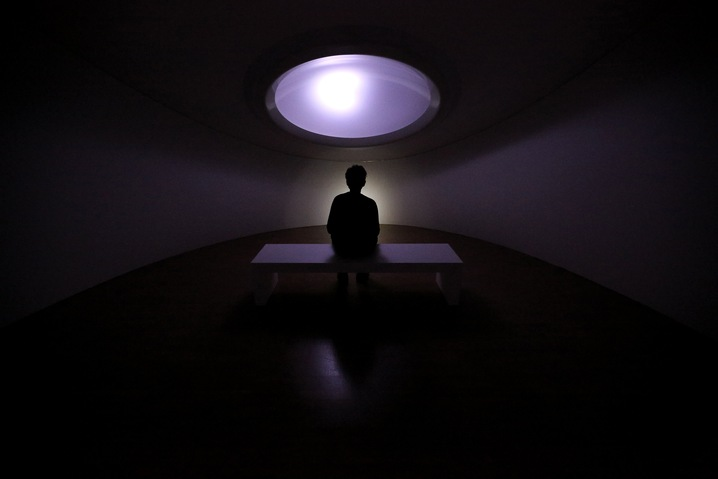 Mariko Mori, White Hole, 2008-2010. Acrylic, LED lights, Control System.